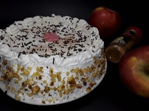Tort de mere caramelizate cu frisca