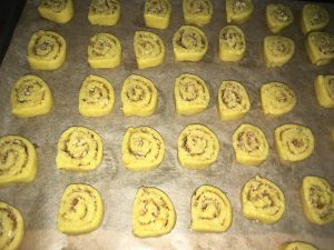 Biscuiti rulati cu nuca si portocala