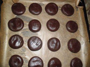 Biscuiti de post cu ciocolata si dulceata